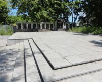 Мемориальный комплекс на братской могиле советских воинов в Пионерском. Июнь 2012