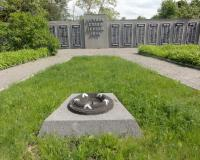 Братская могила советских воинов в Пятидорожном. Июнь 2012