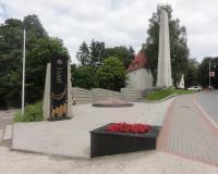 Мемориальный комплекс на братской могиле советских воинов. Июль 2012