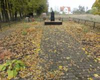 Братская могила советских воинов в Громове. Октябрь 2012