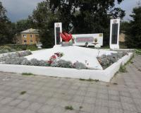 Братская могила советских воинов в поселке Храброво. Август 2013