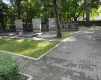 Мемориальный комплекс на братской могиле советских воинов в поселке А. Космодемьянского. Сентябрь 2013