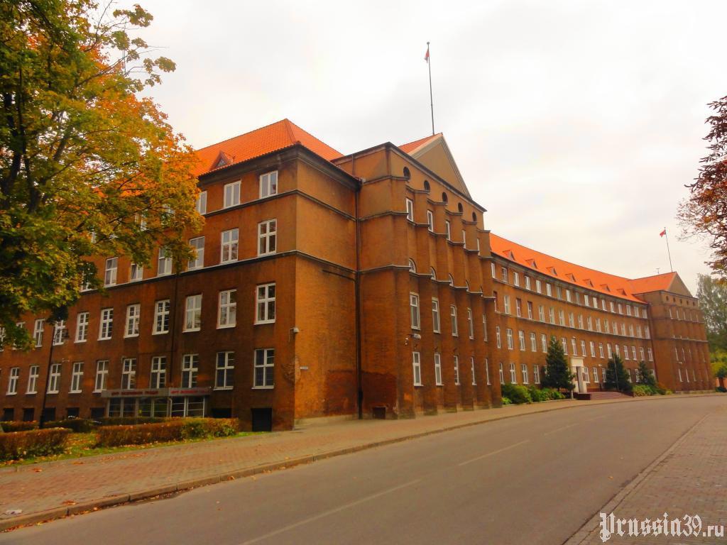 Фасад здания. Октябрь 2013