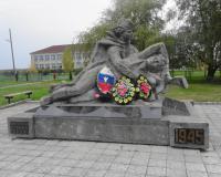 Братская могила советских воинов в Свободе. Октябрь 2013