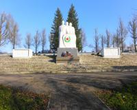 Мемориальный комплекс на братской могиле советских воинов в Славинске. Ноябрь 2013