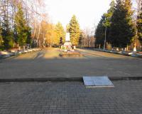 Мемориальный комплекс на братской могиле советских воинов в Зеленоградске. Декабрь 2013