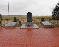 Братская могила советских воинов в Правдинске на территории ГЭС. Март 2014