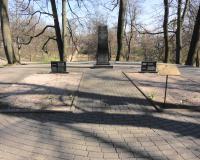 Братская могила советских воинов в парке Победы. Март 2014