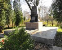 Братская могила советских воинов в Ботаническом саду. Март 2014
