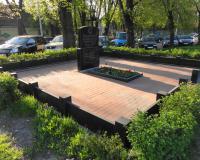 Братская могила советских воинов в Первомайском. Апрель 2014