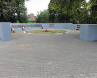 Мемориальный комплекс на братской могиле советских воинов в Славске. Апрель 2014