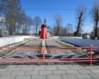 Мемориальный комплекс на братской могиле советских воинов в Прибрежном. Апрель 2015