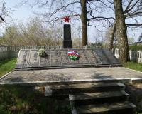 Братская могила советских воинов. Рассвет, апрель 2015