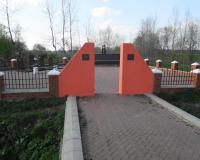Братская могила советских воинов. Семеново, апрель 2015