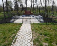 Братская могила советских воинов. Тургенево, апрель 2015