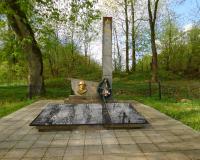 Братская могила советских воинов. Черняховск, южная окраина п. Маевки, май 2015