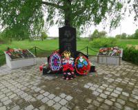 Братская могила советских воинов. Междуречье, май 2015