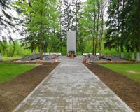 Братская могила советских воинов. Ясная Поляна, май 2015