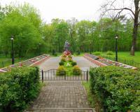 Братская могила советских воинов. Илюшино, май 2015
