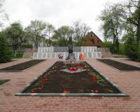 Братская могила советских воинов. Калинино, май 2015