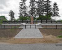 Братская могила советских воинов. Первомайское, май 2015