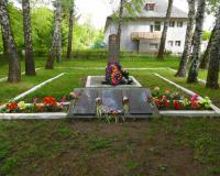 Братская могила советских воинов на территории в/ч 33812. Долгоруково, май 2015