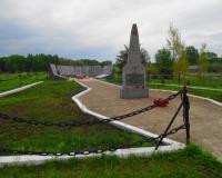 Братская могила советских воинов. Краснолесье, май 2015