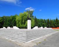 Мемориальный комплекс на братской могиле советских воинов. Нестеров, июнь 2016