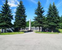 Мемориальный комплекс на братской могиле советских воинов. Черняховск, июнь 2016