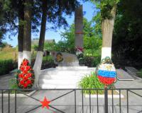 Братская могила советских воинов. Каменское, июнь 2016