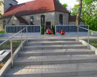 Братская могила советских воинов. Невское, май 2017