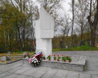 Памятник на военном советском кладбище в Пененжно. Май 2016