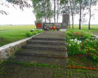Братская могила советских воинов. Охотное, август 2017