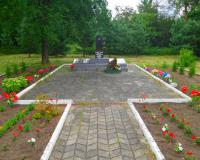 Братская могила советских воинов. Гастеллово, август 2017