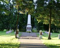 Кладбище советских воинов в поселке Вешвиле, Литва. Июль 2017