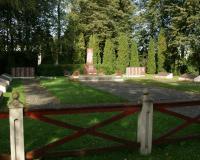 Кладбище советских воинов в поселке Лукшяй, Литва. Сентябрь 2017