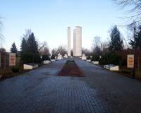 Мемориальный комплекс на братской могиле советских воинов. Добровольск, декабрь 2017