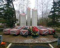 Братская могила советских воинов. Маломожайское, декабрь 2017