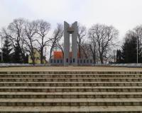 Мемориальный комплекс на братской могиле советских воинов. Муромское, январь 2018