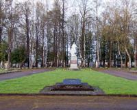 Кладбище советских воинов в городе Расейняй, Литва. Апрель 2018
