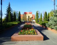Братская могила советских воинов. Янтарный, май 2018