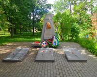 Братская могила советских воинов. Черняховск, северная окраина п. Маевки, июнь 2018