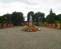 Мемориальный комплекс на братской могиле советских воинов. Балтийск, ул. Красной Армии, август 2018