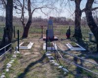 Братская могила советских воинов. Окунево, апрель 2019