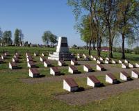 Кладбище советских воинов в поселке Бартнинкай, Литва. Апрель 2019