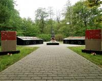 Братская могила советских воинов. Калининград, 150 м северо-западнее перекрестка ул. Герцена и Богатырской, май 2019