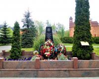 Братская могила советских воинов. Калининград, улица Герцена, май 2019