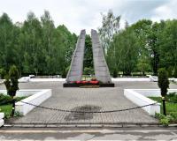 Братская могила советских воинов. Правдинск, май 2019