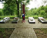 Братская могила советских воинов. Заречье, май 2019