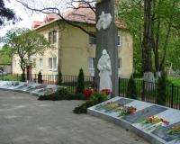 Братская могила советских воинов в п. Черепаново, 9 мая 2019 г.